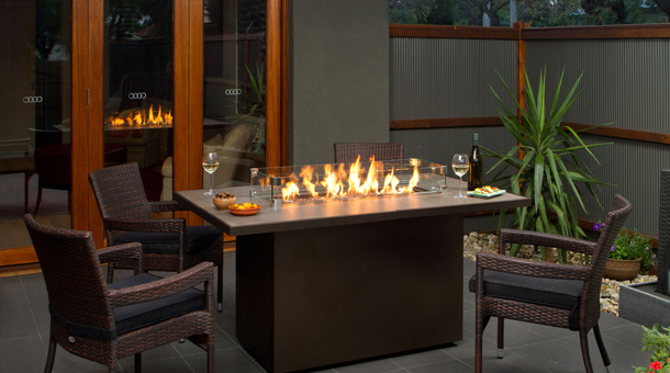 A Regency Plateau® Outdoor Gas Fire Table brings a chic modern look to outdoor living spaces. Available in San Carlos